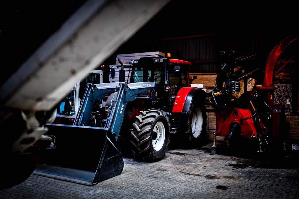 Traktor med læs
